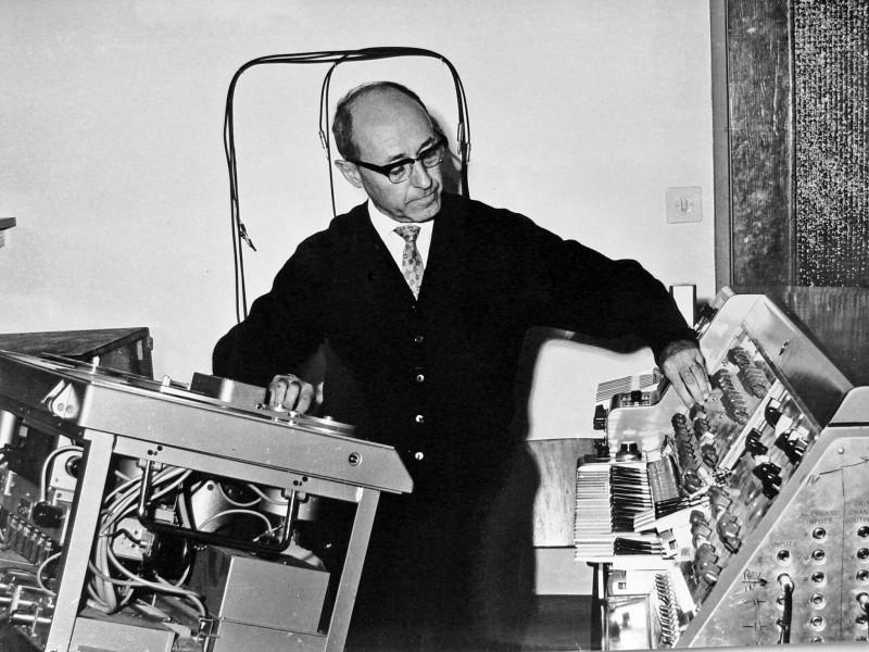 Ізраїльський композитор Йозеф Таль і його вінтажний синтезатор (1965)