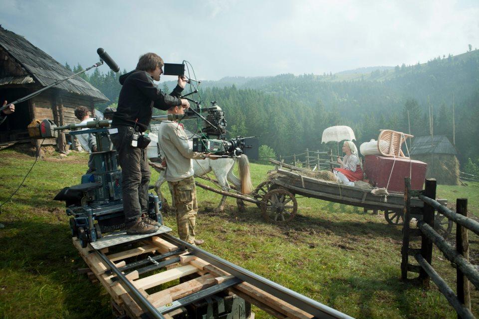 """Вікторія розповіла шведам, як на зайомках """"Братів"""" знімальна група витягувала в гори все обладнання буквально на собі"""